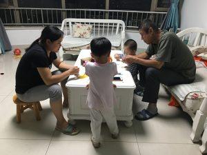 20170927,瓜子迷,全家人剥瓜子