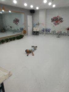 20190803,舞蹈课教室外百无聊赖的团团